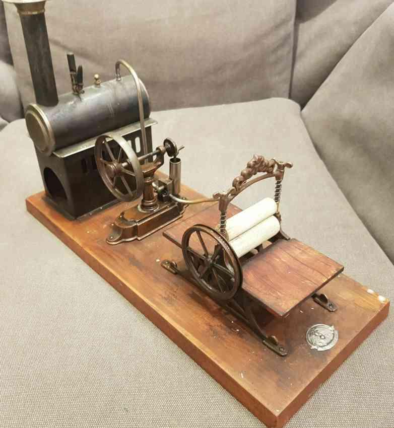 mohr & krauss dampfspielzeug antriebsmodell dampfmaschine auf holz sockel mit mangel