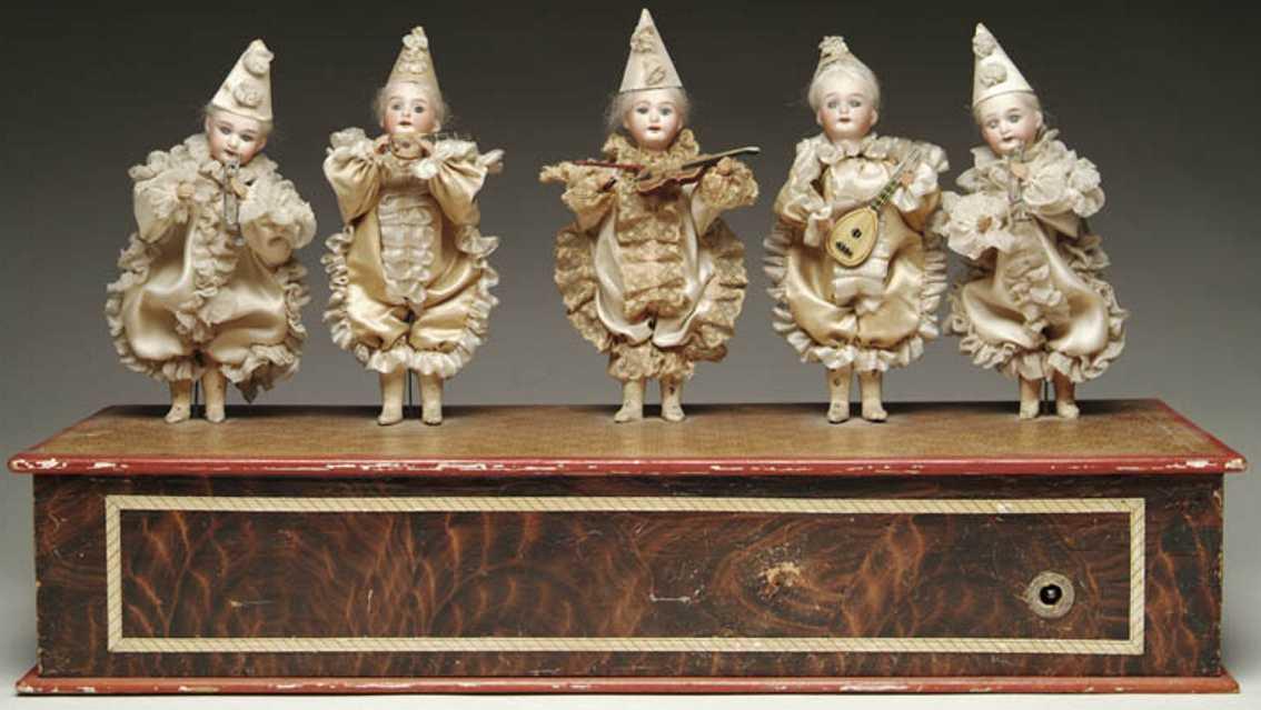 Musical automaton of 5 musicians