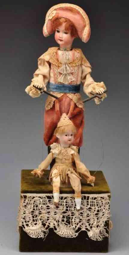 Kind mit Marionette spielend als Automat