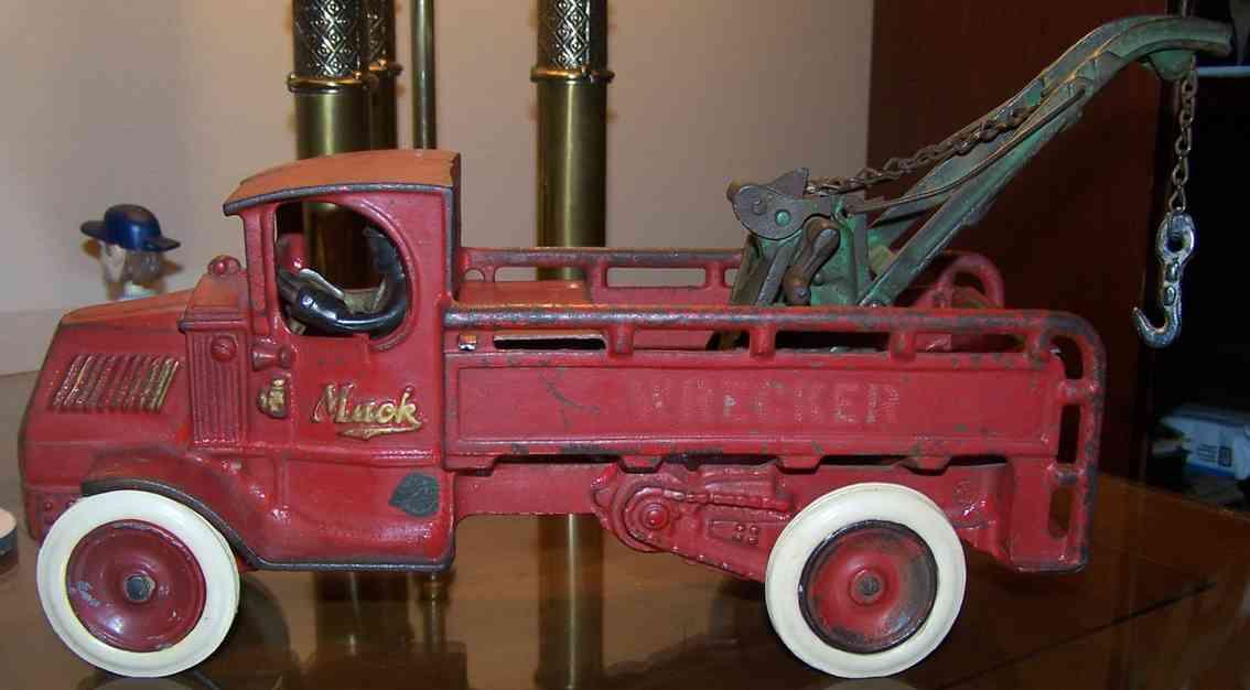 Arcade 155 Oldtimer Mack Wrecker AR 155 in rot mit Fahrer und Kran