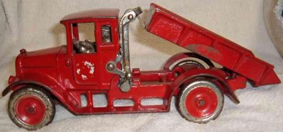 arcade 1 gusseisen kipppplastwagen rot fahrer