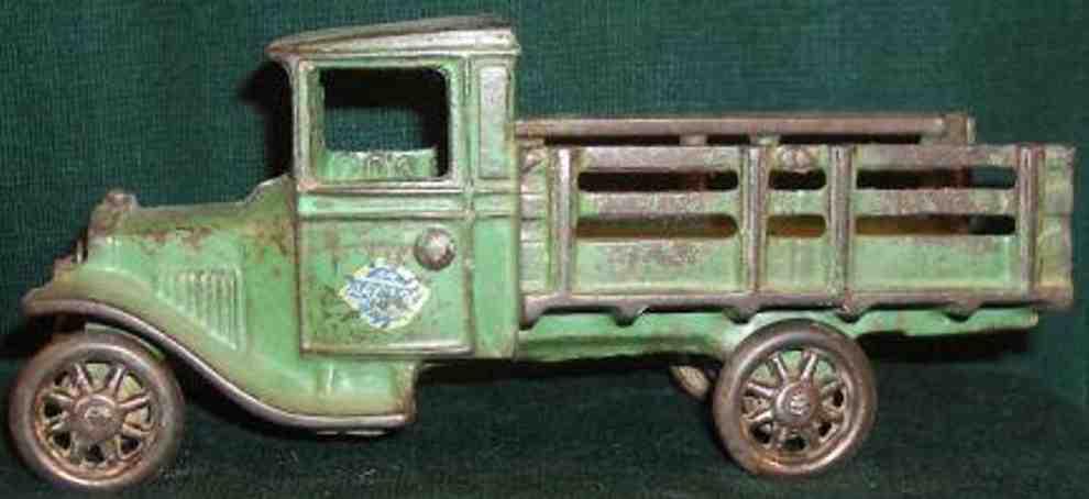 Arcade 203 Spielzeug Lastwagen aus Gusseisen in grün