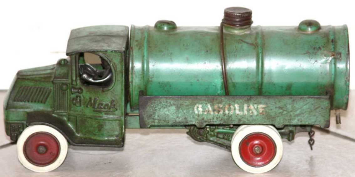 Arcade 241X Mc Gasoline Spielzeug Tankwagen aus Gusseisen in grün