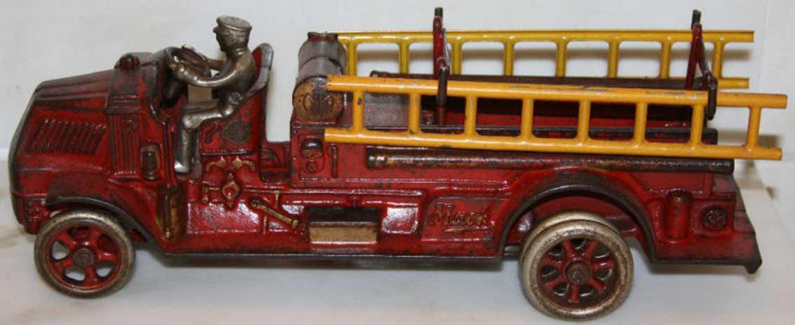 Arcade 245 Mack Spielzeug Chemielastwagen aus Gusseisen in rot