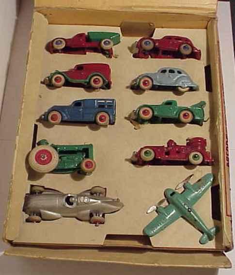 Arcade 4530 Spielzeugsatz mit unterschiedlichen gußeisernen Fahrzeugen