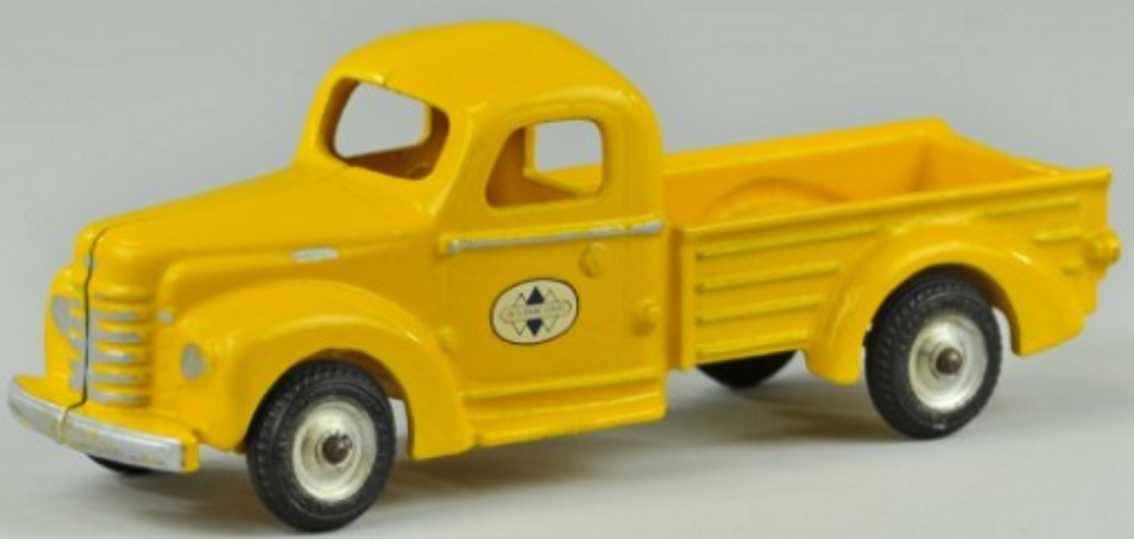 arcade 700 cast iron toy international pick-up truck yellow