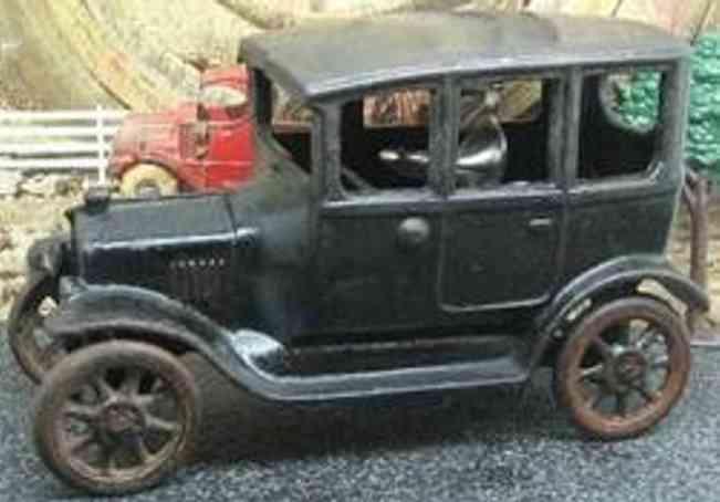 Arcade 11 Oldtimer Ford Auto mit Fahrer