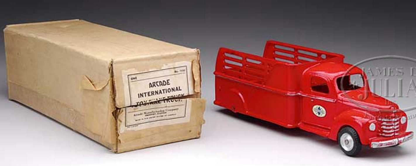 arcade 709 cast iron toy international stake truck red