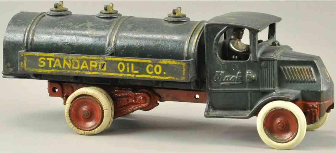 arcade spielzeug gusseisen mack bezinlastwagen gruen standard oil