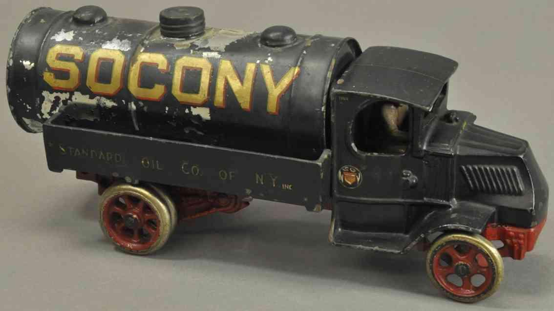 arcade spielzeug gusseisen socony tanklastwagen dunkel gruen