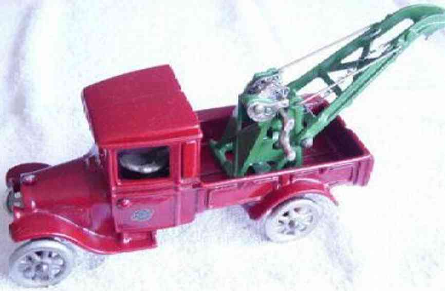 arcade 215 cast iron toy ford wrecker toy red