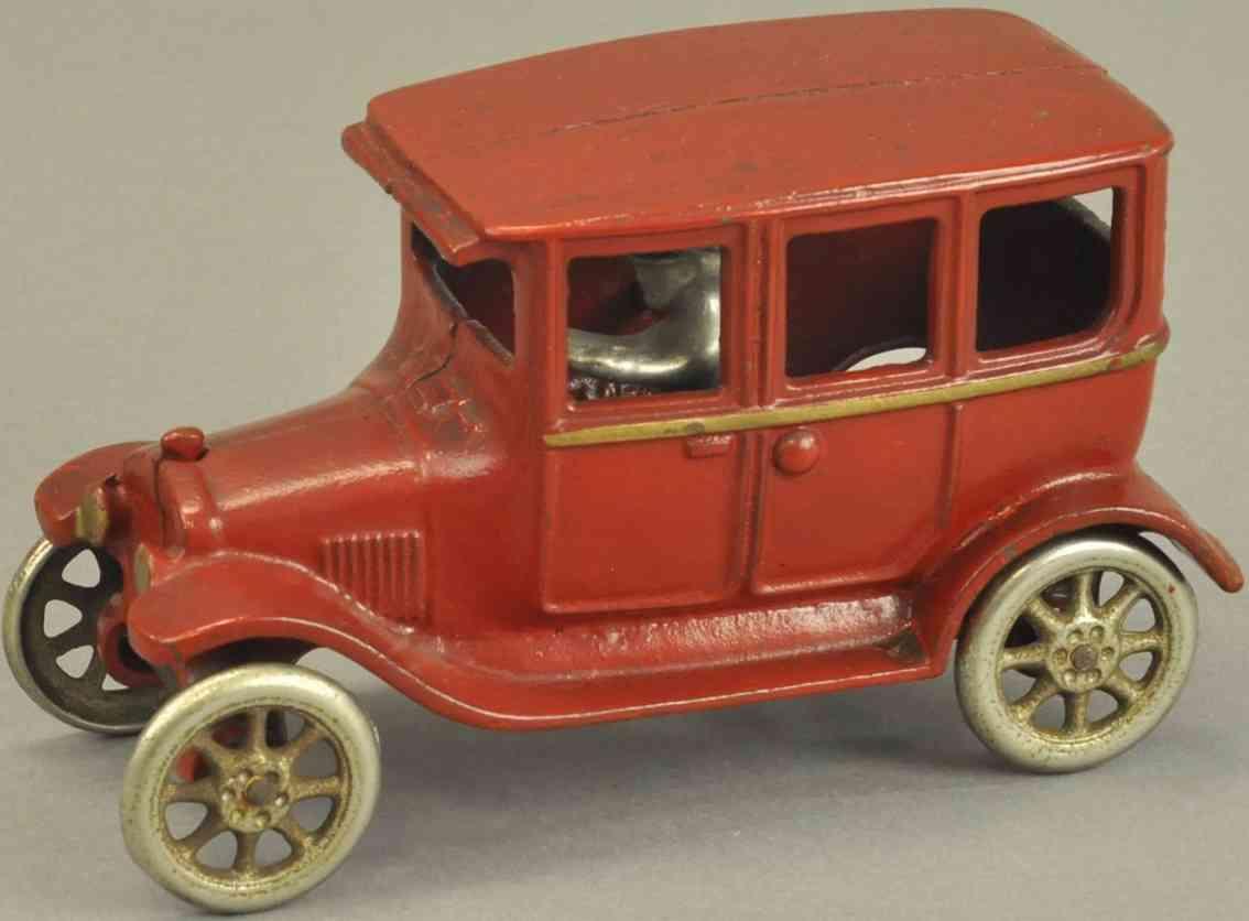 arcade spielzeug gusseisen auto mit vier tueren rot fahrer