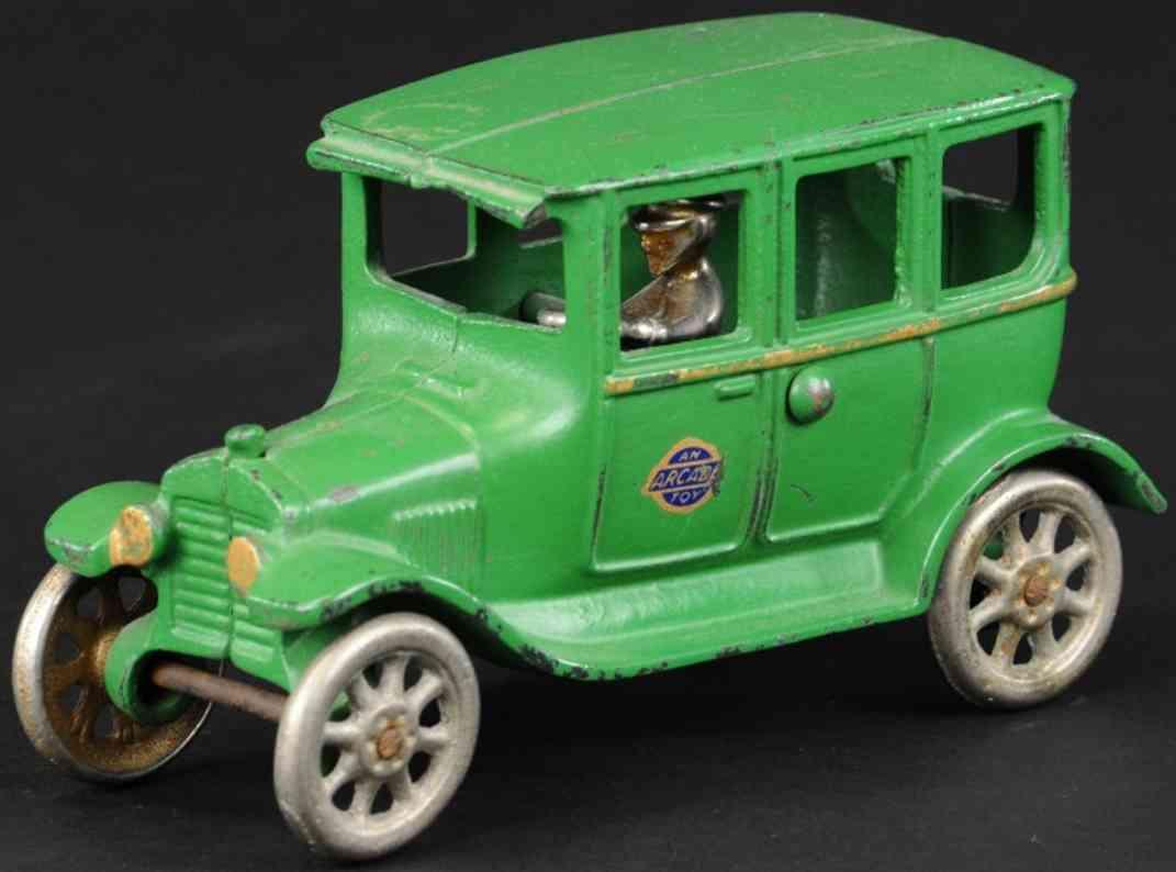 arcade spielzeug gusseisen auto ford modell t tudor gruen