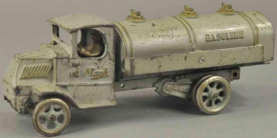arcade spielzeug gusseisen mack tankwagen grau