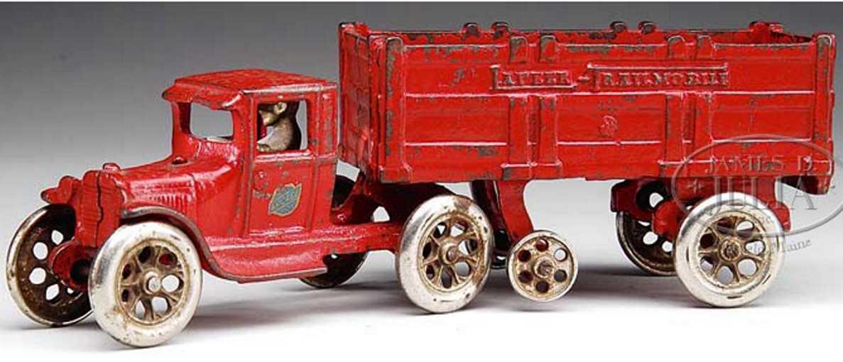 Arcade Spielzeug Lastwagen aus Gusseisen in rot