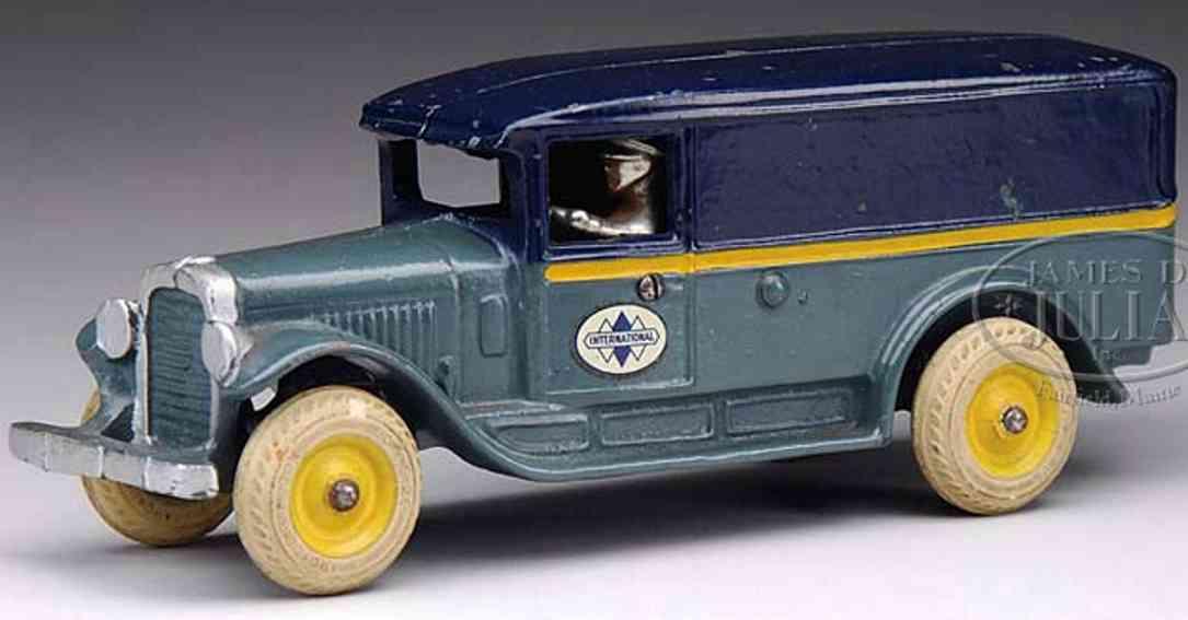 Arcade Spielzeug Internationaler Lieferwagen aus Gusseisen in dunkelblau