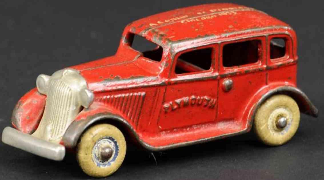 arcade spielzeug gusseisen plymouth auto chicago rot