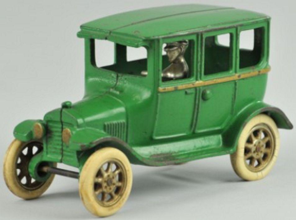arcade spielzeug gusseisen auto model t ford gruen