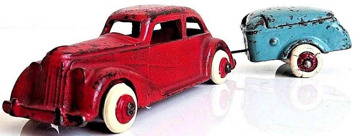 arcade spielzeug gusseisen auto mit mullins anhaenger rot blau