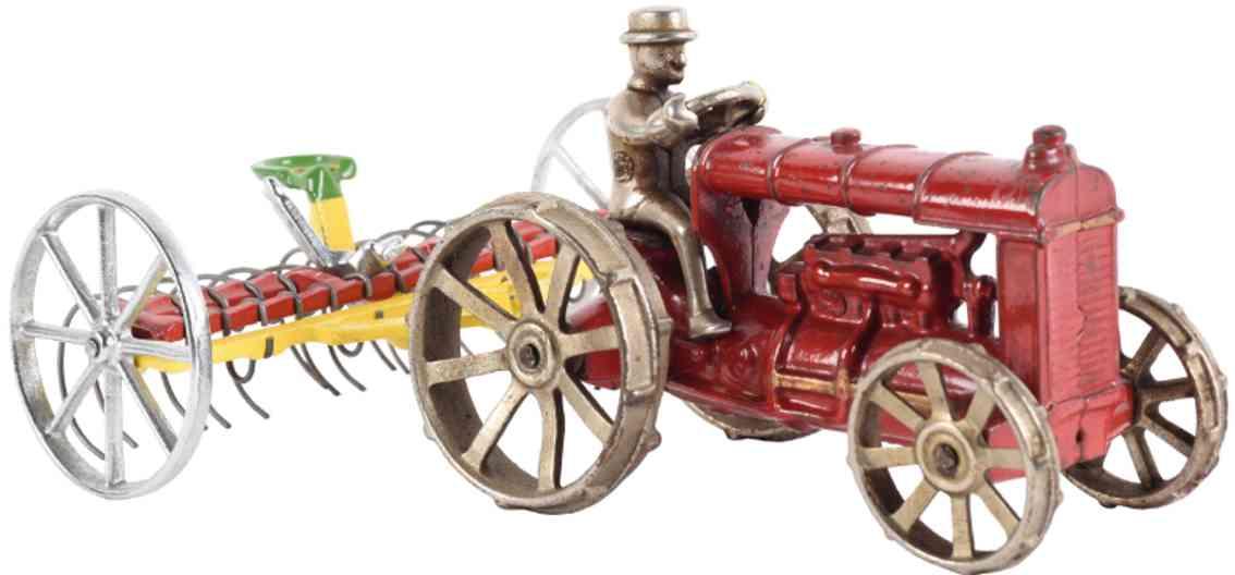 arcade spielzeug gusseisen traktor rot gelber heurechen vernickelter fahrer