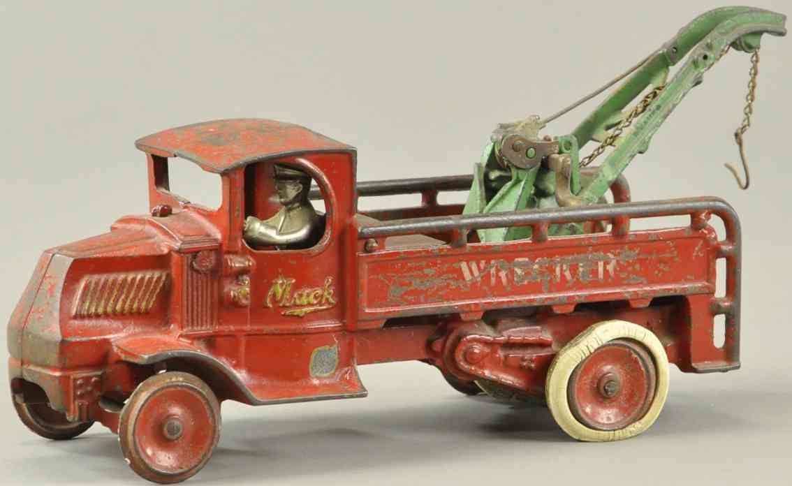 arcade spielzeug gusseisen roter mack abschleppwagen kran gruen