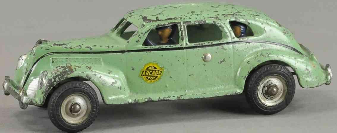 arcade spielzeug gusseisen auto taxi gruen fahrer fahrgast