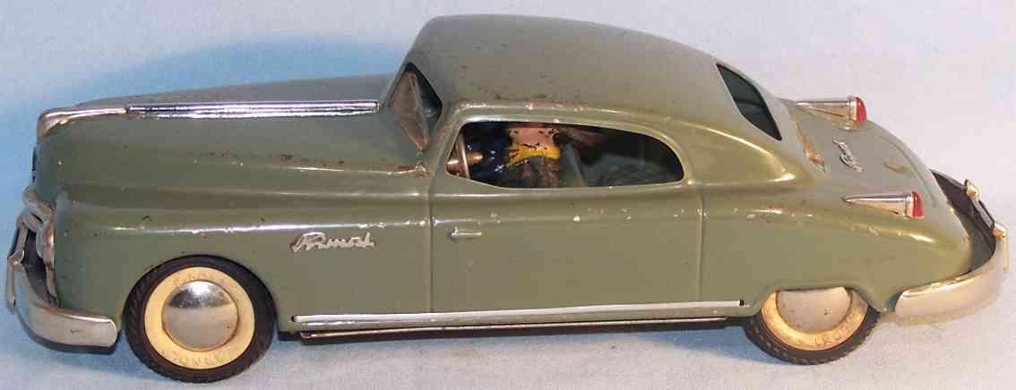 arnold 2800 blech spielzeug auto primat limousine zwei figuren aus masse