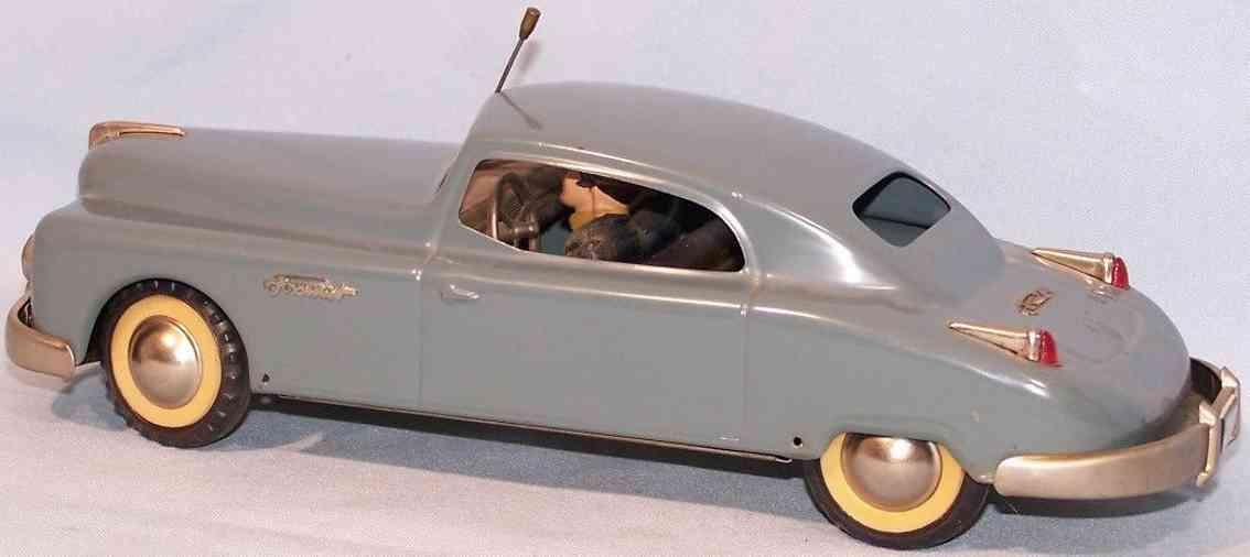 arnold 2800 blech spielzeug auto primat limousine zwei figuren aus masse graublau