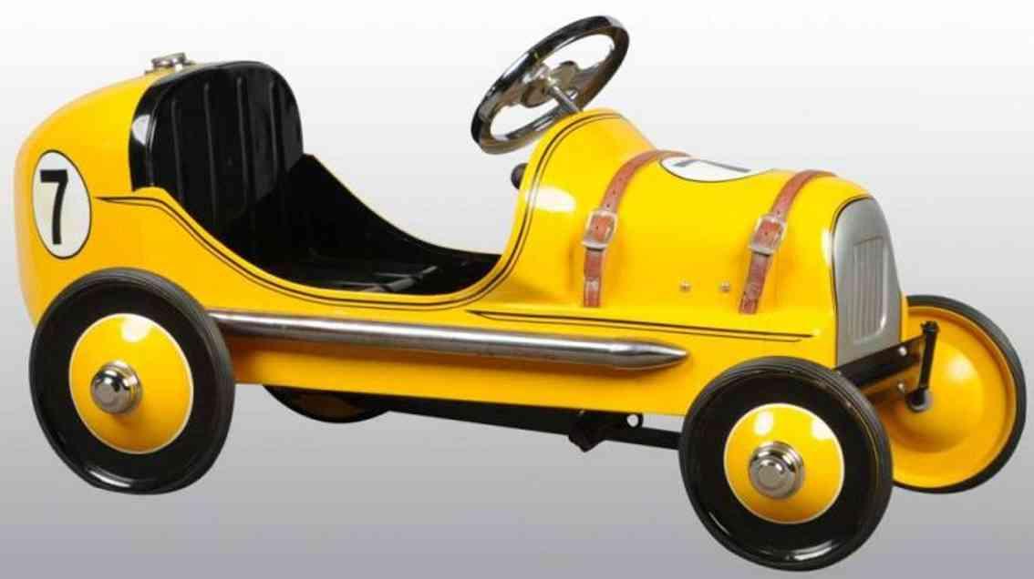 BMC toys Rennwagen als Tretauto