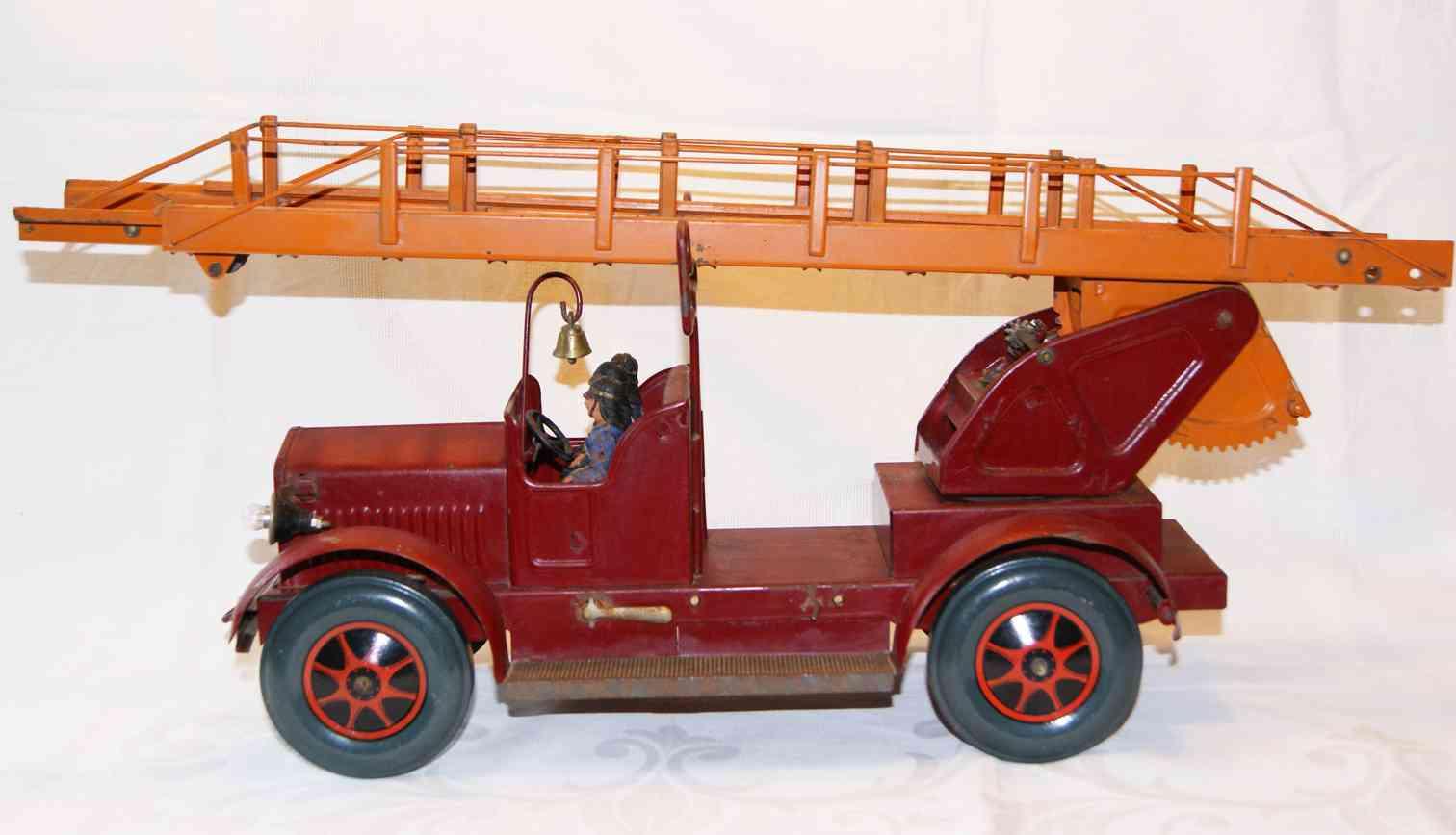 karl bub 3005/1b tin toy fire engine fire brigade ladder truck 3 men 3005f