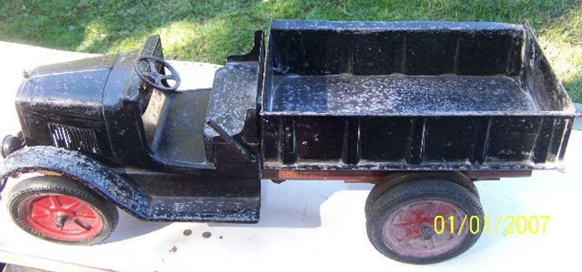 buddy l  tin toy truck electric light hydraulic dump truck