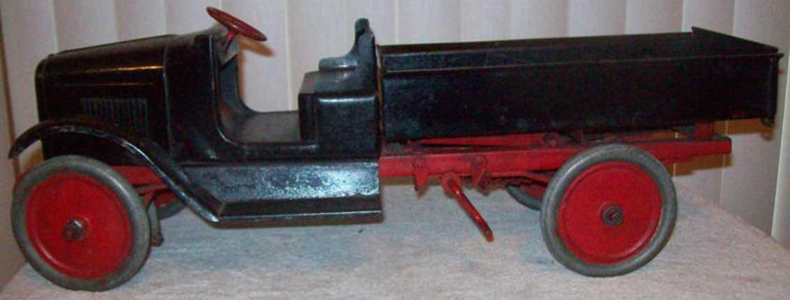 buddy l cast iron toy chain crank dump truck
