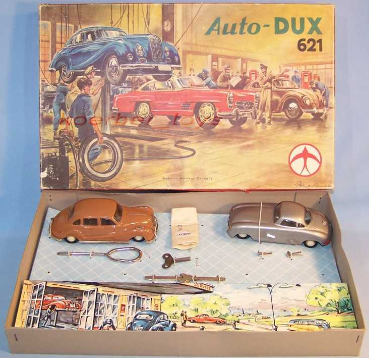 dux 621 car workshop of tin and plastic with clockwork