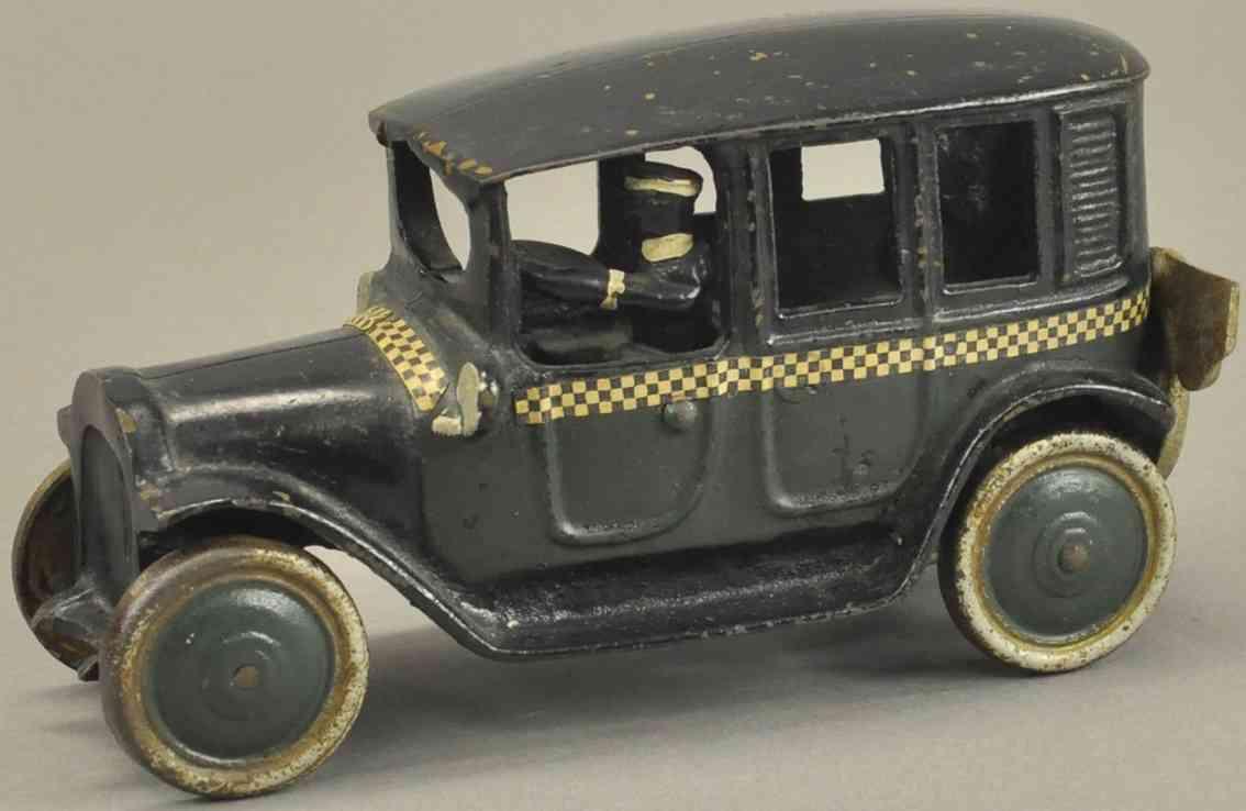 freidag 4536 spielzeug gusseisen auto taxi  gruen