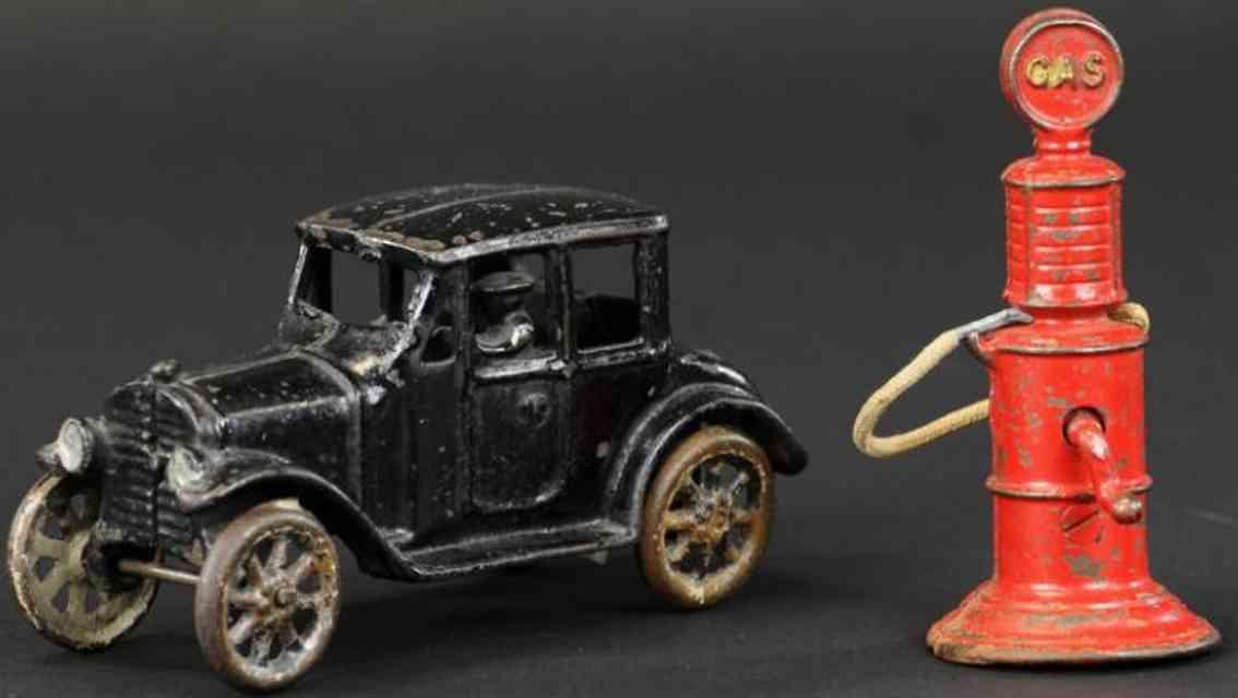 friedag gusseisen auto coupe schwarz tanksaeule rot