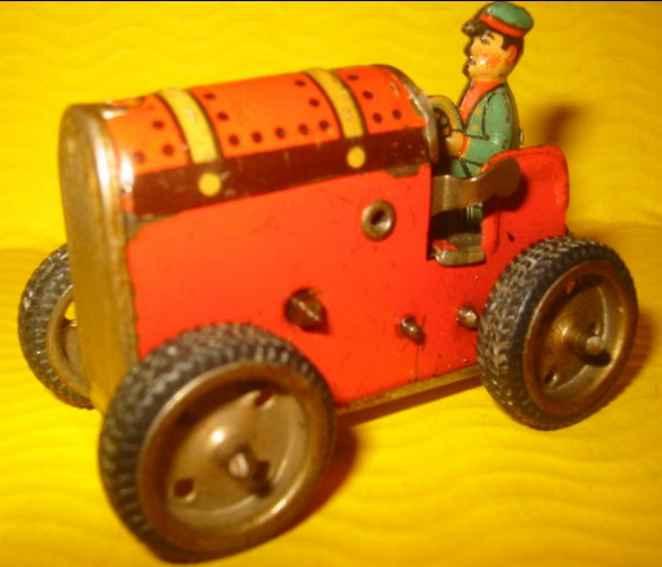 GAMA Traktor mit Uhrwerk in rot