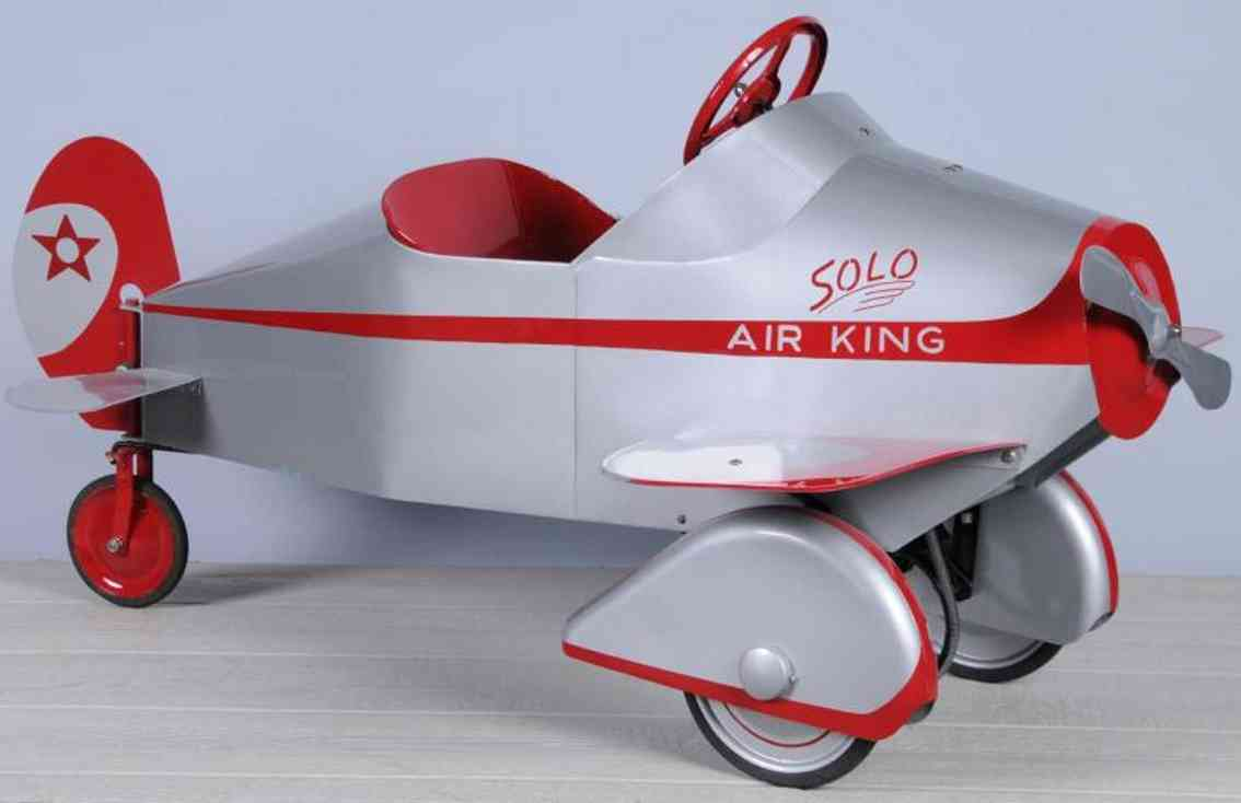 gendron wheel company air king pressed steel toy pedal car