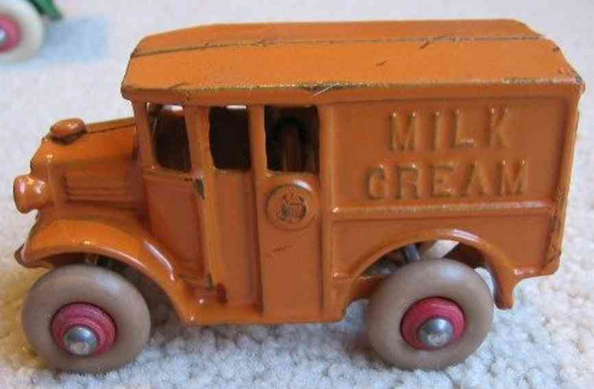 hubley 314 cast iron toy truck milk and cream delivery truck