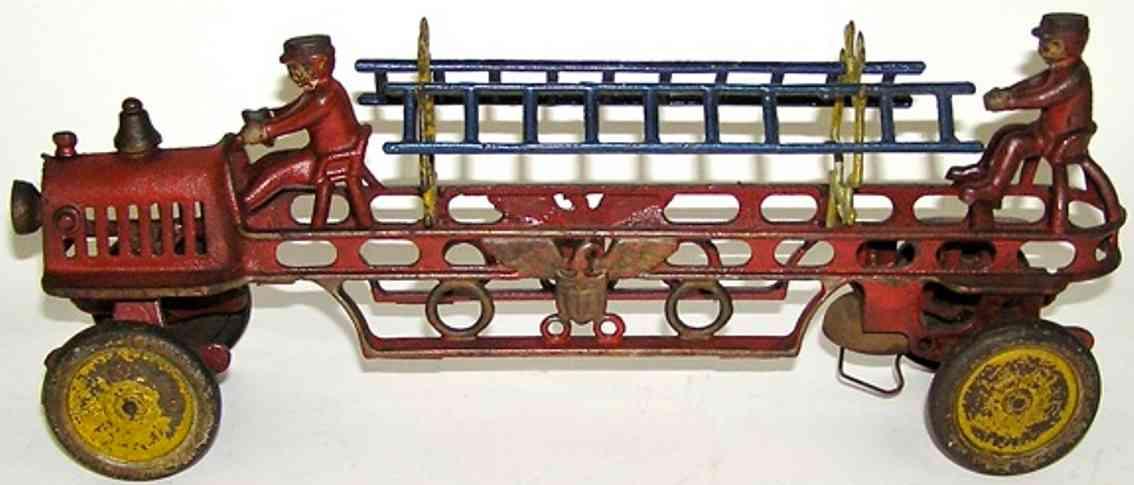 hubley spielzeug gusseisen feuerwehrleiterwagen adler zwei figuren