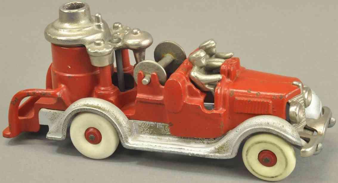 hubley spielzeug gusseisen feuerwehrkesselwagen rot silbern zwei figuren