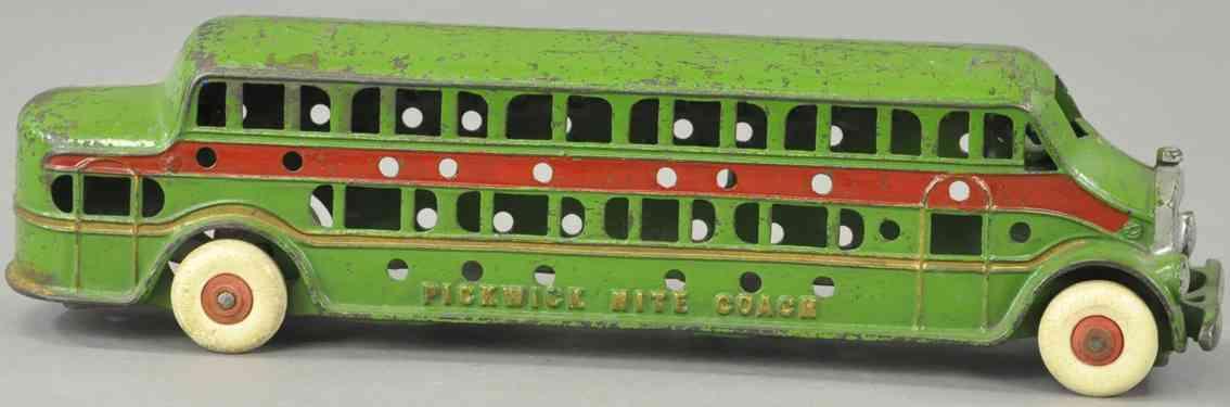 kenton hardware co cast iron toy bus pickwick coach green red
