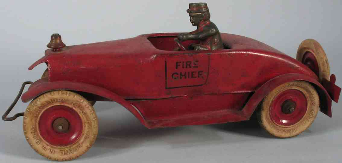 kingsbury toys pressed steel toy fire engine chief car