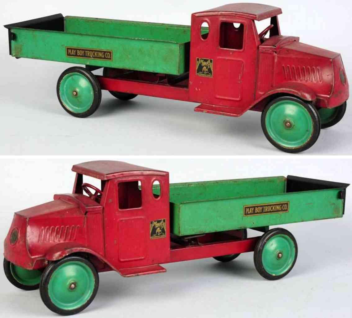 metalcraft corp. st louis spielzeug lastwagen  in rot und gruen aus stahlblech