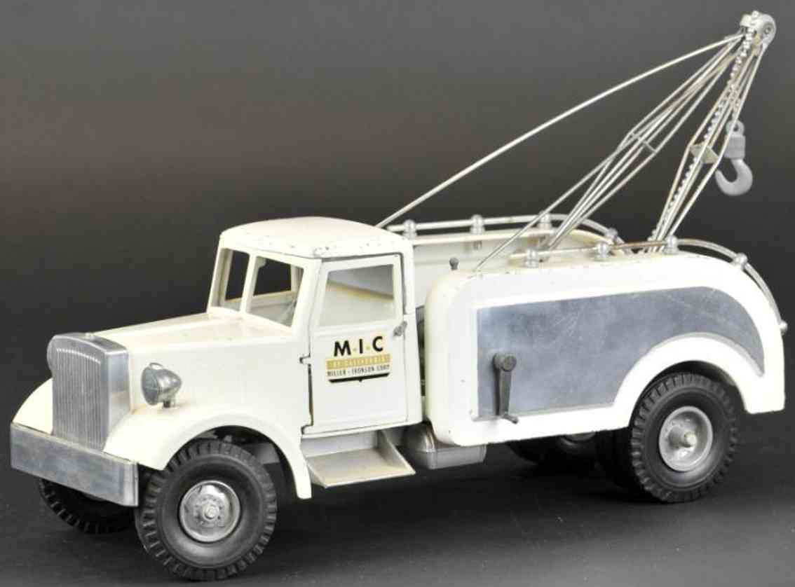 miller ironson corp die- cast toy wrecker white