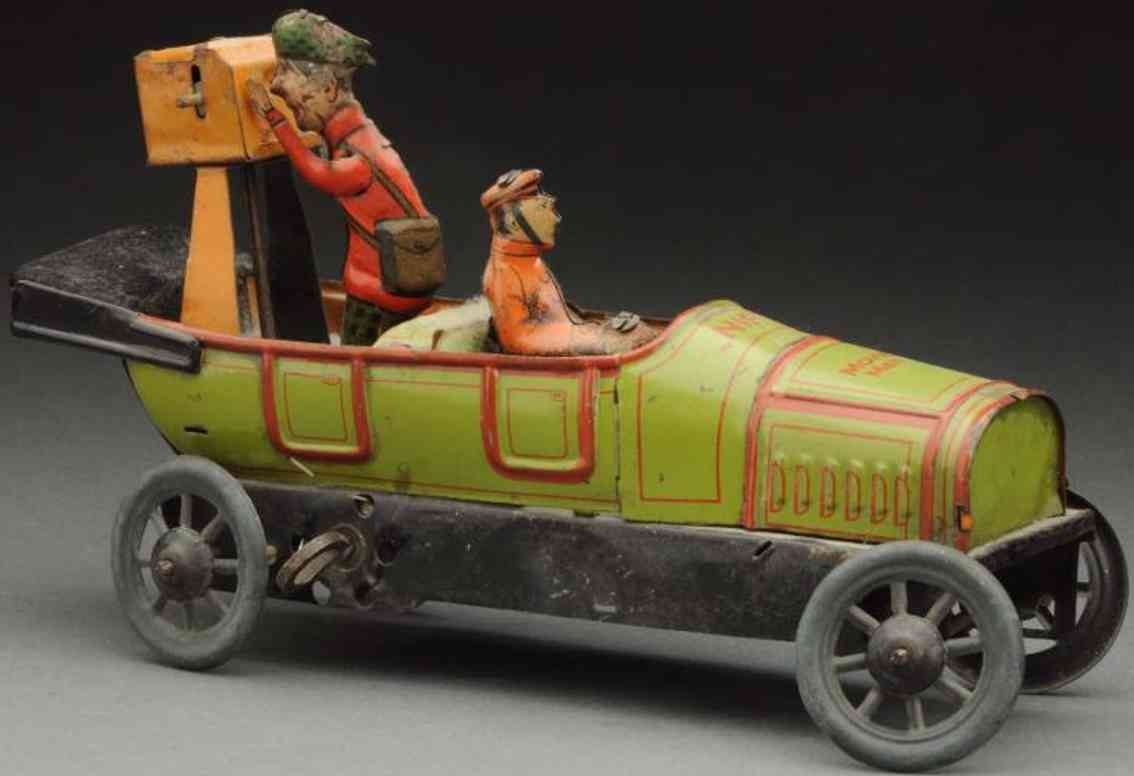 nifty manufacturing company tin toy cameraman car with driver
