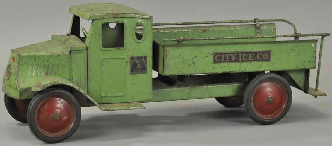 steelcraft blech spielzeug mack eiswagen gruen