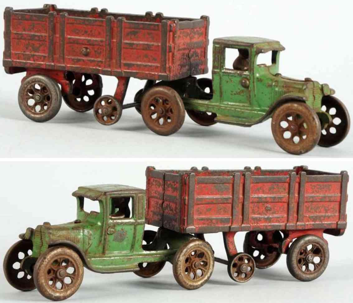 stevens co j & e cast iron toy truck green red
