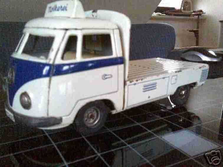 Tippco VW-Milchwagen Pritschenwagen weiß und blau