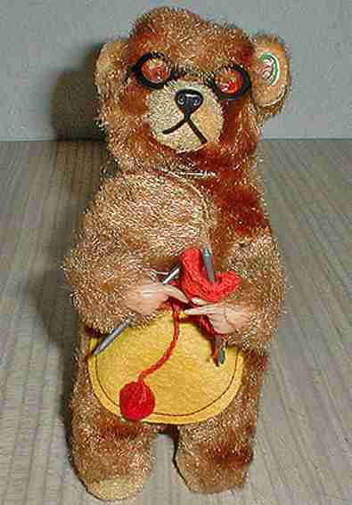 Carl Max knitting bear