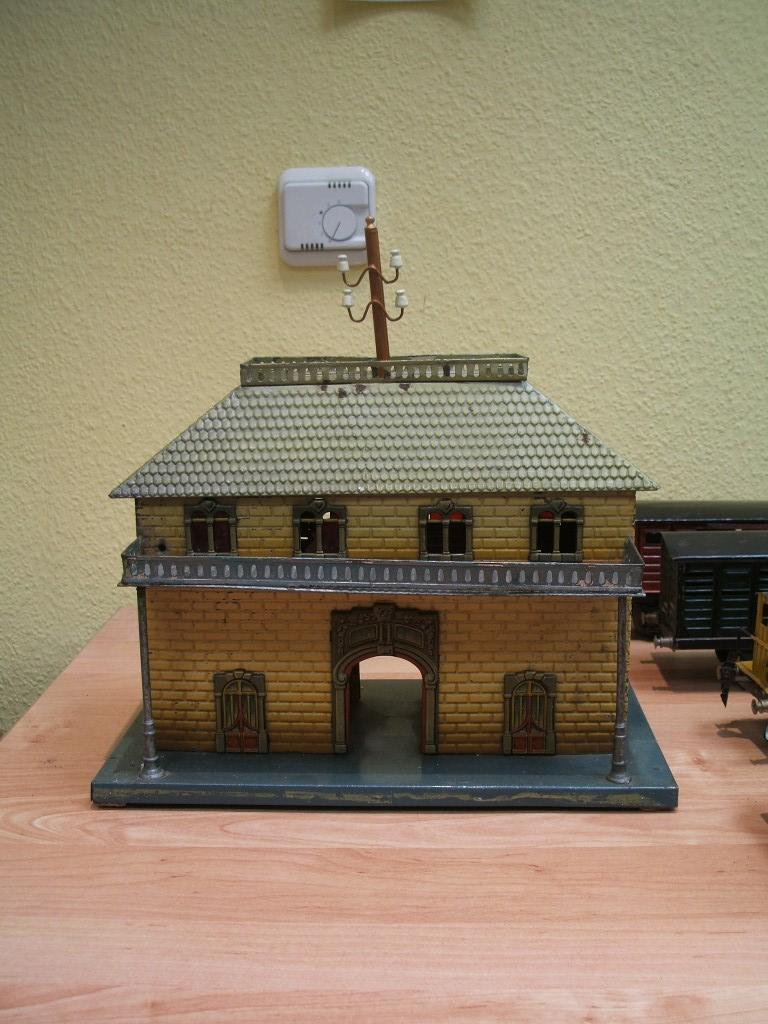 kraus-fandor 2047/1 toy railway station wall bricks